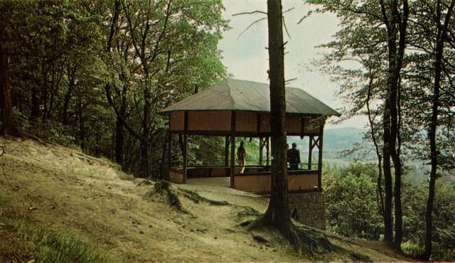 Altana Miłości na Górze Parkowej w Kudowie Zdrój - miejsce spacerów zakochanych