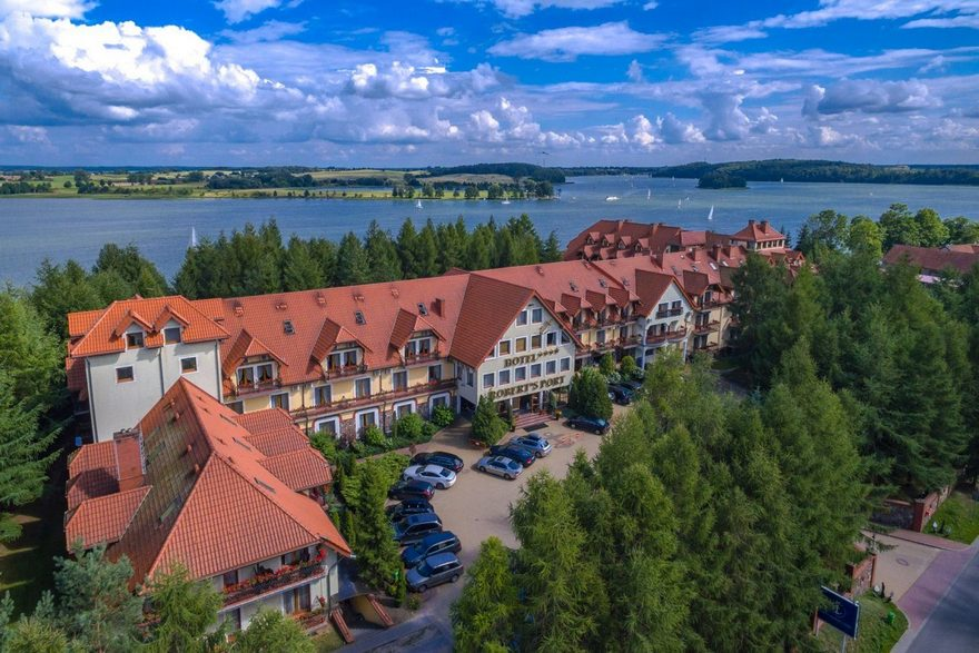 Robert's Port - hotel z basenem na Mazurach